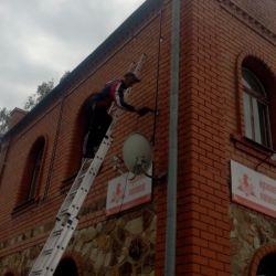Монтаж металлической рамы на фасад